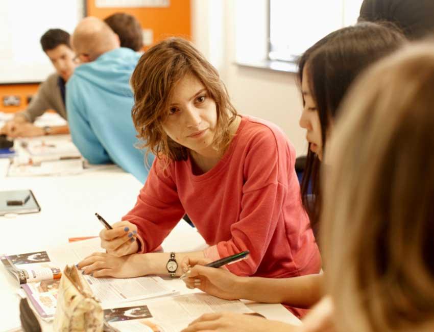 cursos-de-ingles-en-el-extranjero-para-adultos-brighton