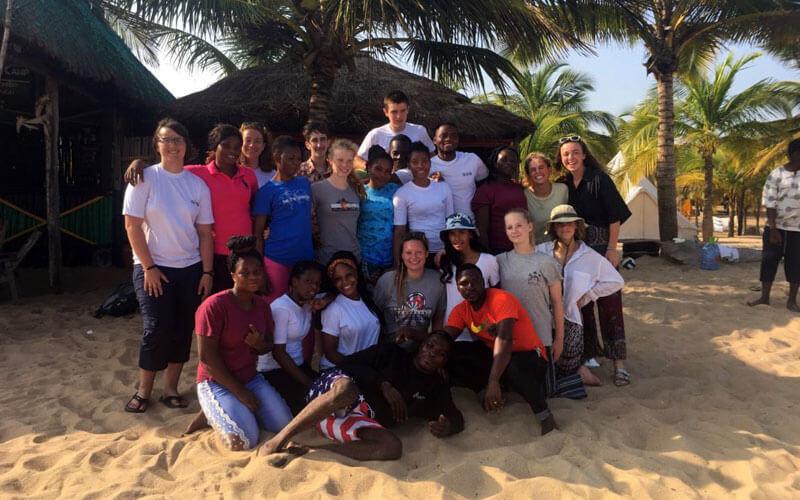 voluntariado internacional Ghana convivencia con americanos